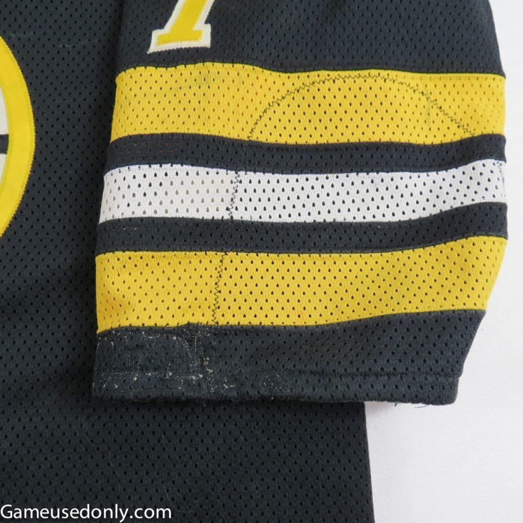 Boston_Bruins_Worn_Jersey_sleeve-detail