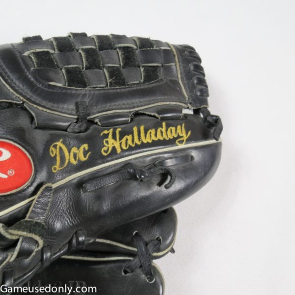 Roy_Halladay_Toronto_Blue_Jays_Game_Used_Glove