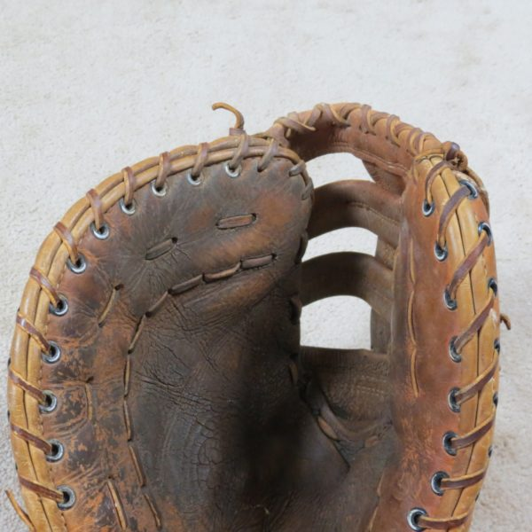 Willie-Upshaw-Blue-Jays-Glove-Inside-Use