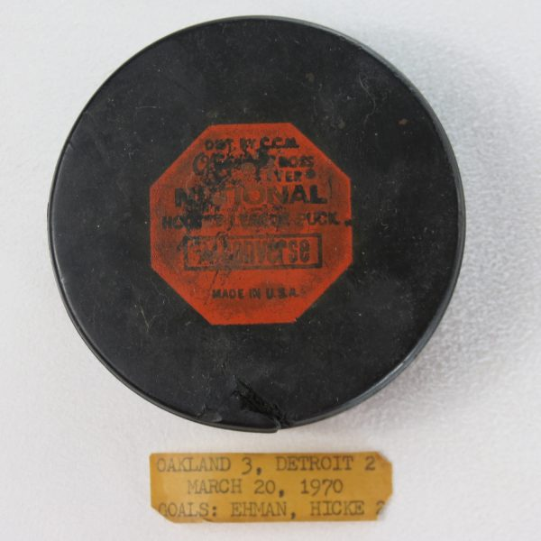 Oakland-Seals-1970-Used-Puck-Detroit-Red-Wings
